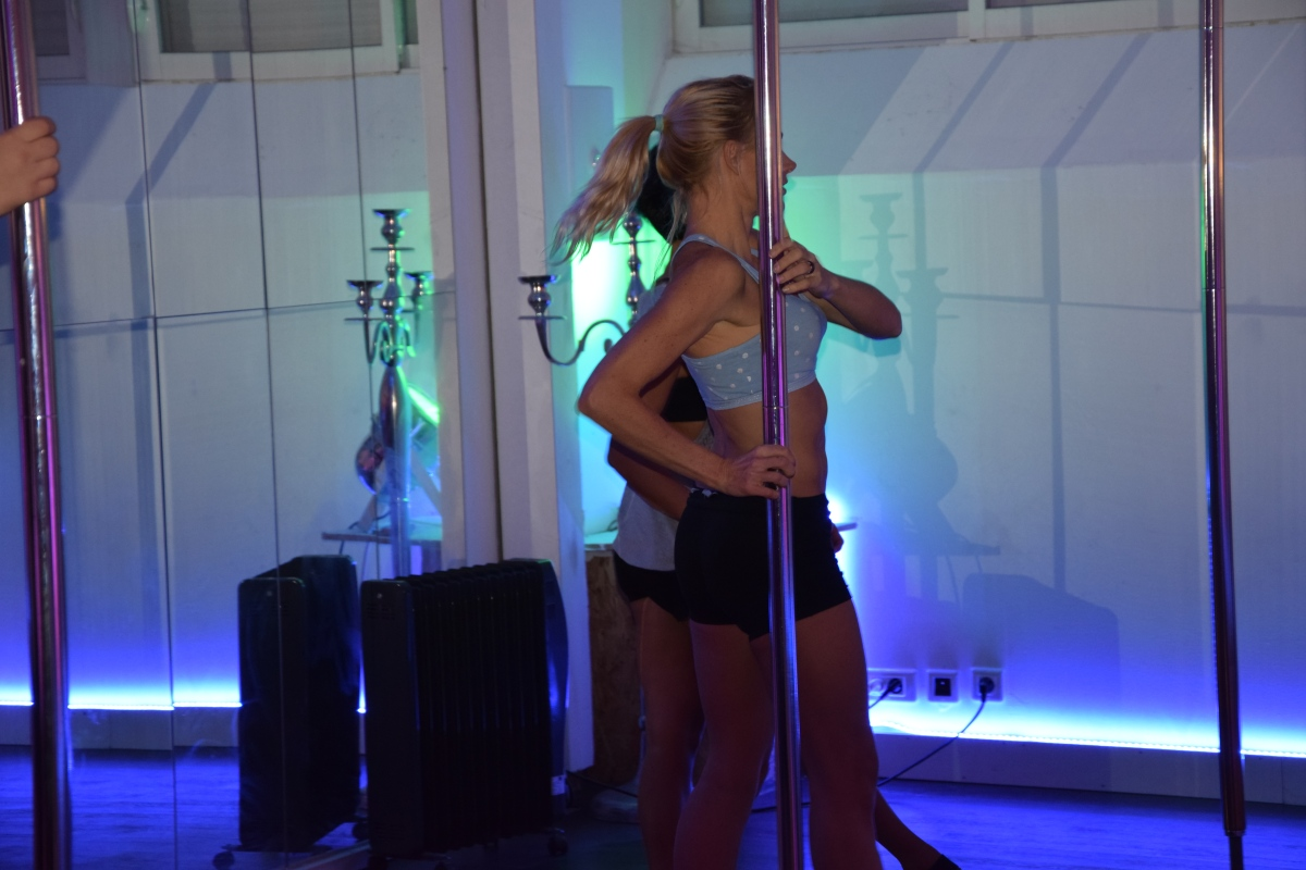 POLE DANCE : J'ai testé la danse autour d'une barre !!!