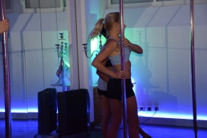 POLE DANCE STARTING GIRL